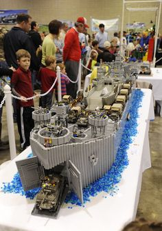 I really wish Lego would build WWII pieces we could purchase. This piece is outstanding Legos, Lego Boat, Lego Ww2, Lego Sculptures, Lego Ship, Amazing Lego Creations, Lego Builder, All Lego, Lego Storage
