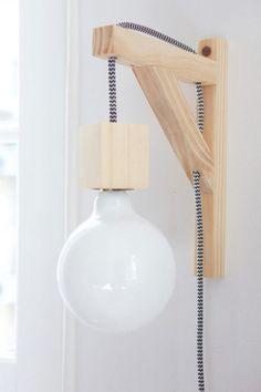 lampara tipo ménsula - cable textil DIY Lights & Lamps - Diy Home Decor Crafts Diy Wand, Furniture Projects, Diy Furniture, Wooden Lamp, Diy Holz, Woodworking Projects Diy, Woodworking Lamp, Handmade Wooden, Handmade Lamps
