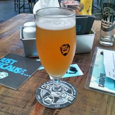 Cerveja Capitu Tilted Barn, estilo Other Smoked Beer, produzida por Cerveja Capitu, Brasil. 5.1% ABV de álcool.