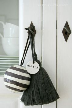 Pretty contemporary Christmas decorations for door handles at home.