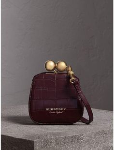Find tips and tricks, amazing ideas for Burberry handbags. Discover and try out new things about Burberry handbags site Fall Handbags, Burberry Handbags, Luxury Handbags, Purses And Handbags, Burberry Bags, Fashion Bags, Fashion Backpack, Clutch Bag, Crossbody Bag