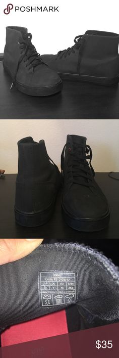 Shoes for Crews size 10 men's work shoes Black men's work shoes, very gently worn (less than one week) great quality. Ankle shoes with a non slip bottom. Great for work, also great for snow with the non slip feature. Shoes For Crews Shoes Rain & Snow Boots