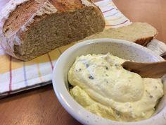 Liian hyvää: Valkosipulilevite ja vehnäinen pataleipä Bread Recipes, Banana Bread, Mashed Potatoes, Ice Cream, Ethnic Recipes, Desserts, Food, Tv, Breads