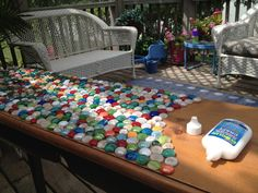 mosaic tabels | Junk Mail Gems: DIY Marble Mosaic Table Top (flattened marble disks, grout, mosaic glue, sealant, sponge; see final photo for finished project). Round Outdoor Table, Skinny Tables, Mosaic Furniture, Cool Furniture, Furniture Ideas, Marble Mosaic, Grout, Junk Mail, Countertops