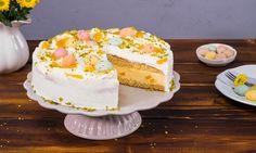 Bei dieser Osternest-Torte verstecken sich all die guten Sachen im Inneren - fruchtiger Pfirsich und cremiger Frischkäse