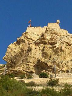 Alicante, España,  la cara del moro y el Castillo de Santa Bárbara