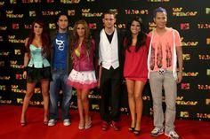 """#SabíasQué...  El 25 octubre 2007, RBD fue reconocido en Francia, gracias a que el sencillo """"Tu amor"""", del disco """"Rebels"""", fue todo un éxito y sonó en las principales estaciones de música pop del país. Según un comunicado, como consecuencia de su trabajo por el mundo, RBD se hizo acreedor al premio dentro de la categoría Best Internacional Song, otorgado por la """"Cherie FM"""", una de las estaciones más importantes."""