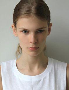 Alexandra Elizabeth http://www.marie-claire.es/moda/modelos/fotos/modelos-que-reinan-en-la-pasarela/alexandra-elizabeth