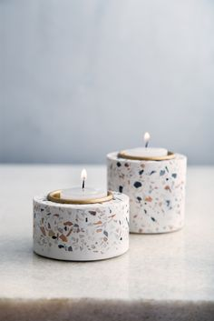 Terrazzo, Diy Clay, Clay Crafts, Home Crafts, Concrete Pots, Concrete Design, Diy Candles, Scented Candles, Clay Candle Holders