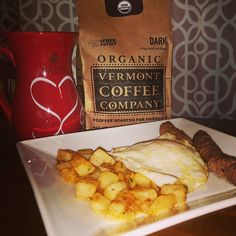 Trying out a new coffee this morning #vermontcoffeecompany #organic #delicious #ediblearrangements #mug #breakfast #eggs #sausage #homefries #yummy #glutenfree #glutenfreelife by theksadventures