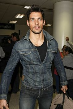 David Gandy Photos - Male model David Gandy touches down at LAX from London with his luggage in hand. - David Gandy at LAX David Gandy Style, David James Gandy, James Dean, Androgynous Models, Denim Look, Look Man, Hommes Sexy, Looks Cool, Dapper