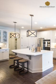 Ideas farmhouse lighting fixtures kitchen bar stools for 2019 Farmhouse Kitchen Light Fixtures, Kitchen Bar Lights, Kitchen Lighting Over Table, Farmhouse Stools, Modern Farmhouse Lighting, Farmhouse Kitchen Tables, Kitchen Lighting Fixtures, Bar Lighting, Kitchen Decor Themes