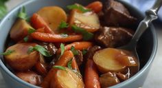 The easiest slow cook beef stew you'll ever make! A hearty Crock-Pot meal the whole family will enjoy. Slow Cook Beef Stew, Slow Cooker Bbq Beef, Slow Cooker Recipes, Crockpot Recipes, Beef And Potato Stew, Beef And Potatoes, Stewed Potatoes, Potato Soup, Paleo Recipes