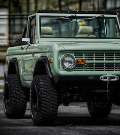 Lean Belly Workout And Diet Plan Get yours now! Photo get lost with me April 29 2019 at Classic Bronco, Classic Ford Broncos, Classic Trucks, Classic Cars, Vintage Trucks, Old Trucks, Pickup Trucks, Lifted Trucks, Vintage Jeep