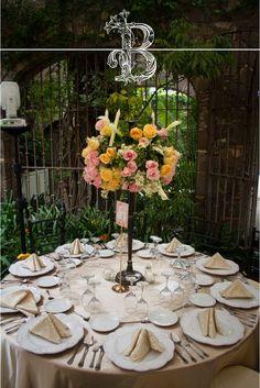 En www.bougainvilleabodas.com.mx - Wedding Planner hacemos que la combinación de las flores hagan resaltar cada detalle en tu mesa de acompañantes para tu boda en San Miguel de Allende
