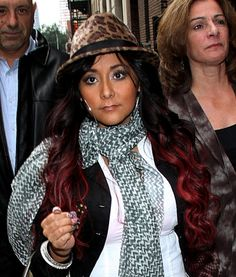 Snooki rocks red ringlets, hairstyles with extensions