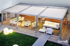 De Corradi Millenium terrasoverkapping is een mooie oplossing voor hedendaagse contexten. De overkapping wordt verankerd aan een muur, en is gemaakt van aluminium. De op kleur geanodiseerde profielen hebben een prachtige rvs uitstraling. De Millenium is rondom dicht te maken met de Corradi ermetika schermen.