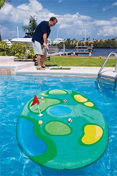 Who says you can't play golf at the pool? Pool golf is entirely possible, thanks to Pro-Chip Island Golf a portable floating golf game that opens and closes with a flick of the wrist! Flexibility Training Program, Swimming Pool Games, Pool Fun, Pool Basketball, Golf Instructors, Golf Party, New Golf, Golf Training, Pool Floats