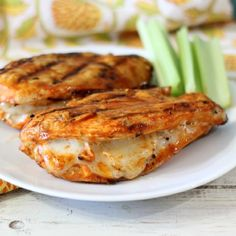 Grilled Cheesy Buffalo Chicken - Grilled spicy chicken breast stuffed with mozzarella cheese. Only 161 calories and oh my gosh, yum! Cheesy Chicken, Buffalo Chicken, Bbq Chicken, Chicken Stovetop, Buffalo Food, Good Food, Yummy Food, Tasty, Cooking Recipes