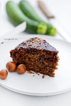 Moje Wypieki | Orzechowe ciasto z cukinią