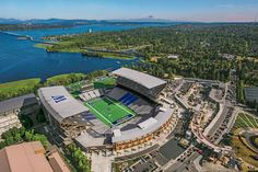 Another look at @deanrutz photo of Husky Stadium featured in @Seattle Times special section for Sunday. Remarkable. pic.twitter.com/tSxZJqNJc8