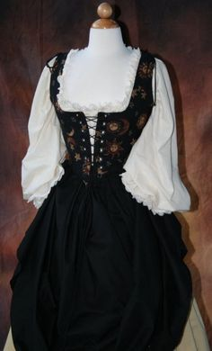 Forty-One Incredible Ren Faire Costumes Renaissance Fair Costume, Renaissance Clothing, Pretty Outfits, Pretty Dresses, Beautiful Dresses, Old Fashion Dresses, Fashion Outfits, Mode Costume, Fairytale Dress