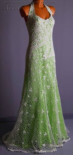 Crochet Dresses Crochet - irish lace with green satin lining - there is no pattern but there are more pictures. This is such a wonderful inspiration. Freeform Crochet, Irish Crochet, Crochet Lace, Crochet Skirts, Crochet Clothes, Crochet Russo, Dress Skirt, Lace Dress, Crochet Wedding Dresses