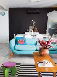 Casinha colorida: Home Tour: retrô moderno com móveis coloridos