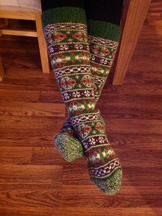 Ravelry: LSHamari's Katherine's Socks Knit Mittens, Knitting Socks, Hand Knitting, Knitting Patterns, Knit Socks, Purple Accessories, Women Accessories, Vintage Accessoires, Vintage Ladies
