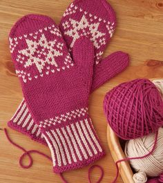Ravelry: Snowflake Mittens pattern by Trisha Mitberg Knitted Mittens Pattern, Easy Knitting Patterns, Knit Mittens, Mitten Gloves, Knitting Projects, Fair Isle Knitting, Baby Knitting, Fingerless Mittens, Knitted Baby Blankets