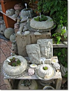 News from the Lindenhof: Ernestine's passion for concrete - Crafts Cement Art, Concrete Art, Concrete Garden, Concrete Planters, Diy Planters, Concrete Design, Garden Crafts, Diy Garden Decor, Garden Projects