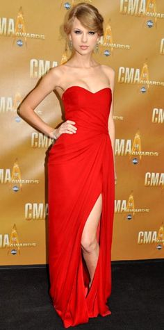 Taylor Swift - RED: I'm a sucker for a Sleeveless Floor-length Chiffon Red Prom Dress / Evening Dress. Taylor Swift 22, Style Taylor Swift, Swift 3, Beautiful Dresses, Nice Dresses, Gorgeous Dress, Look Fashion, Fashion Outfits, Evening Dresses