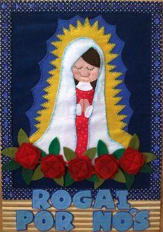 Aplicação de feltro em esteira. 100% artesanal R$65,00 Diy Angels, Felt Dolls, Applique Quilts, Quilt Blocks, Sacramento, Catholic, Cross Stitch, Santa, Christmas Ornaments