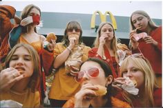 LES MCDONALD'S GIRLS, LA SÉRIE PHOTO QUI NOUS DONNE ENVIE D'UN BIG MAC