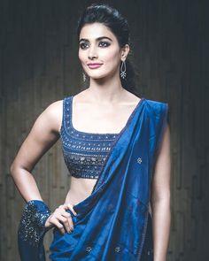 7b53d72255d37 A Great Makeup Idea For Navy Blue Dresses (Lehenga Sarees)