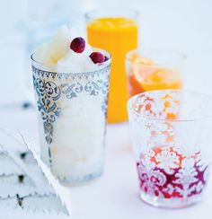 Frozen litchi daiquiri (particularly like these glasses) Yummy Drinks, Yummy Food, Wine Drinks, Beverages, Appetizer Recipes, Appetizers, Sorbet