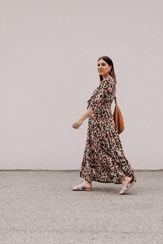 Produktempfehlungen. Am Modeblog findest du heute die schönsten Maxikleider für den Sommer plus passende Styling-Tipps on top! www.whoismocca.com Casual Chic Outfits, Outfits Tipps, Curvy Plus Size, Transitional Style, Autumn Summer, Spring Style, Workwear, Fashion Bloggers, Amazing Women