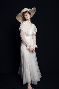 moda Super photography beautiful girl people i - Gothic Fashion, Victorian Fashion, Fashion Beauty, Vintage Fashion, Vintage Outfits, Vintage Dresses, Fotografia Retro, Gothic Mode, Moda Retro