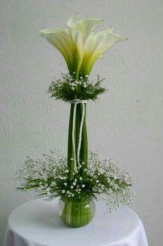 Ideas for flowers arrangements simple diy calla lilies Ikebana, Fresh Flowers, Beautiful Flowers, Unique Flowers, Diy Flowers, Wedding Centerpieces, Wedding Decorations, Calla Lily Centerpieces, Elegant Centerpieces