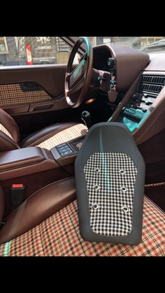 My new seat for the Pikes Peak 2021 version with Porsche Classic influence including leather and houndstooth mix with eyelets of course. So nice.... Porsche Classic, Pikes Peak, Week End, Courses, Houndstooth, Nice, Leather, Motorbikes, Nice France