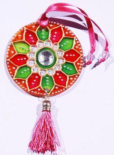 originalyexclusiva | MINI MANDALAS Cd Crafts, Mini, Dream Catcher, Macrame, Christmas Ornaments, Decoration, Holiday Decor, Color, Home Decor