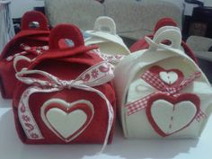 baked with love : Porta biscotti in feltro Hobbies And Crafts, Diy And Crafts, Arts And Crafts, Valentine Crafts, Happy Valentines Day, Foam Sheet Crafts, Christmas Thoughts, Fabric Origami, Christmas Crafts