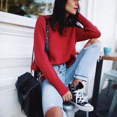 Red 💄 & red knits 💭✔️// @janessaleone hat, @mansurgavriel bag & #converse / #mansurgavriel #janessaleone