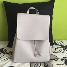 Encantada con mi nueva mochila!! // New bag?  #ideassoneventos #imagenpersonal #imagen #moda #ropa #looks #vestir #wearingtoday #hoyllevo #fashion #outfit #ootd #style #tendencias #fashionblogger #personalshopper #blogger #me #lookoftheday #streetstyle #outfitofday #blogsdemoda #instafashion #instastyle #currentlywearing #clothes #fashiondiaries #bag #new