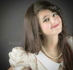 Sarah al Manea Cute Small Girl, Cute Girl Pic, Cute Girl Outfits, Beautiful Asian Girls, Beautiful Children, Arab Girls, Cute Baby Videos, Child Actors, Cute Baby Pictures
