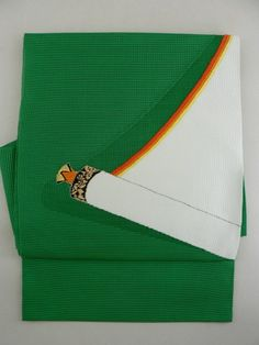 Stunning Green Obi, Impressive Contrasted Scroll Pattern / 緑地にコントラストが印象的な巻物柄 化繊絽二部式帯   【リサイクル着物・アンティーク着物・帯の専門店 あい山本屋】#Kimono #Japan