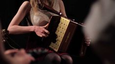 """Janine Redmond plays accordion in the extraordinary beautifull music  """" The Glan Road to Carrick"""" with the Irisch Band > Full Set <"""