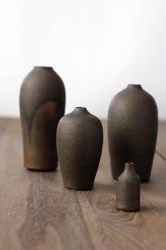 Works by Japanese Ceramic Artist Shinobu Hashimoto Japanese Ceramics, Japanese Pottery, Japanese Art, Ceramic Vase, Ceramic Pottery, Pottery Art, Earthenware, Stoneware, Pots