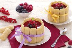 Minicharlotte di Pavesini con crema diplomatica e frutti di bosco