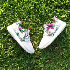 "Give a little floral print on Roshe.Boom!That's the perfect combo! ""Nike Roshe One Print Aloha Pack"" #nike #nsw #nikesportswear #floral #flower #grass #roshe #rosheone #Rosherun #alohapack #howaii #summer #id4shoes #rosheoneprint #sneakers"